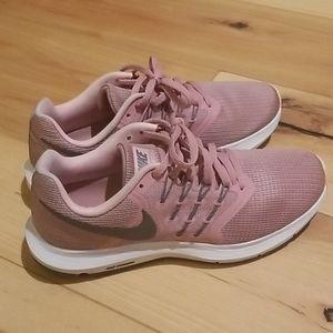 Nike running shoes 7,5